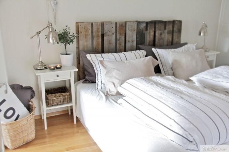 So tempted to hack my Ikea headboard with some wood pallets.