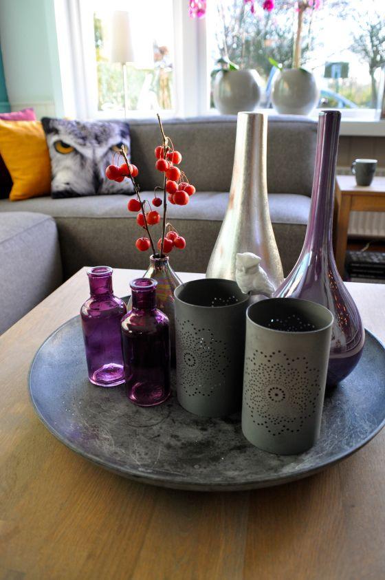 Styling van grijze schaal met vazen en waxinelichthouders door STIJLIDEE Interieuradvies en Styling via www.stijlidee.nl