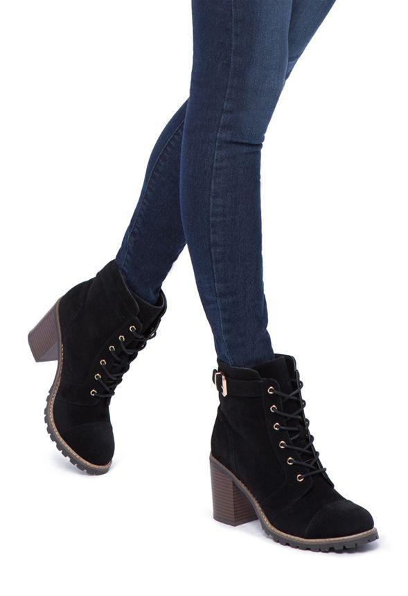 Lässig, cool und doch so feminin! Carryn verbindet den entspannten Style eines Wander-Stiefels mit einem sexy 8 cm Absatz. Style die Stiefelette zum schicken Lagen-Look vom Alltag bis in die Nacht....