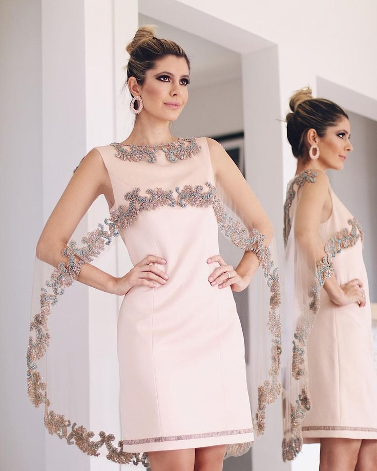 Amo vestido bem diferentes e este da @artesacra para @maisanmarsalli com sobreposição ganhou meu  Chique na medida certa! Detalhe para os bordados todos feitos à mão!  Eu amei demais e vocês? #elasamamartesacra