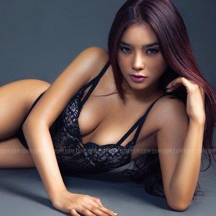 Sambil nunggu macet kelar, cek dulu tips penting dari model seksi @evitrymuthia di www.fhm.co.id #FHMIndonesia #FHMGirlfriend #EvitryMuthiarani