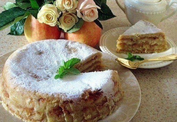 """""""Яблочный торт""""  Ингредиенты:  - 1 стакан муки - 1 стакан манки - 0,5 стакана сахара  - 1 ч.л. соды  Приготовление:  1. Все 4 сухих компонента тщательно смешиваем формочку смазываем маслом, обсыпаем манкой яблоки - 1,5кг очищаем от кожуры и трем на крупной терке. 2. Затем в форму заполняем тонкими слоями. слой сухой смеси, слой тертых яблок. Смесь так тонко, чтобы яблоки не просвечивались, а яблоки до 1 см толщиной. Начинаем и заканчиваем слоем сухой смеси.  3. Сверху тоненько равномерно…"""