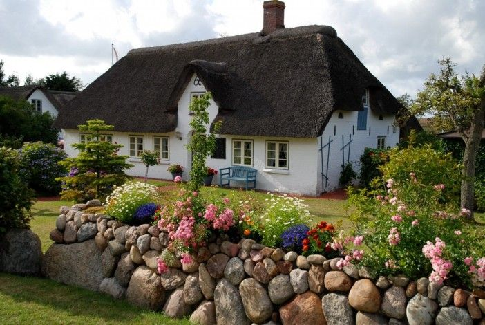 фото красивых домов, фото коттеджей, фото домиков в лесу, домики гномов, сказочные домики, маленькие домики фото, маленькие домики обои, красивый ландшафт фото, красивая деревня фото