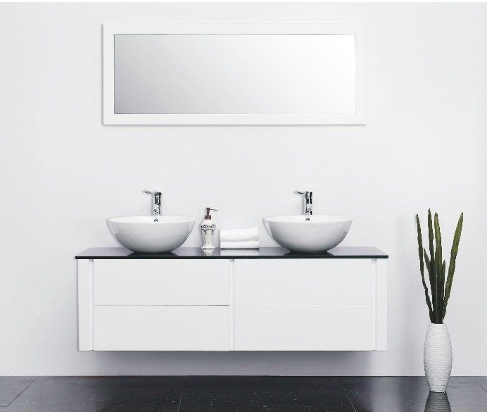 € 595,- De naam zegt het al, een gigantisch badmeubel. Super strak afgewerkt met greeploze lades. Het meubel bevat 4 lades die voorzien zijn van softclose sluitingen. De onderkast is gemaakt van gelamineerd MDF. Het meubel bestaat uit de volgende onderdelen: Meubel Spiegel Wastafelblad 2 keramische kommen #badkamer #meubel #giant #gigantisch #waskom #wit #softclose