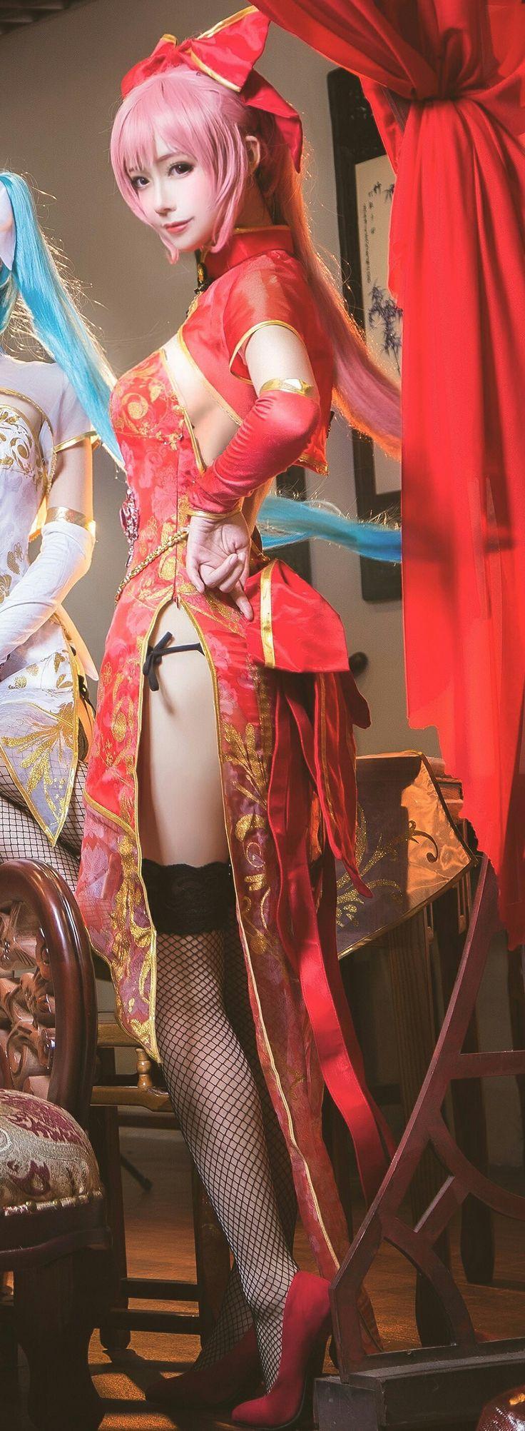 #Cosplay de Megurine Luka de #Vocaloid  Qipao Night estilo Vocaloid.  Cosplayer: 桃昔doll