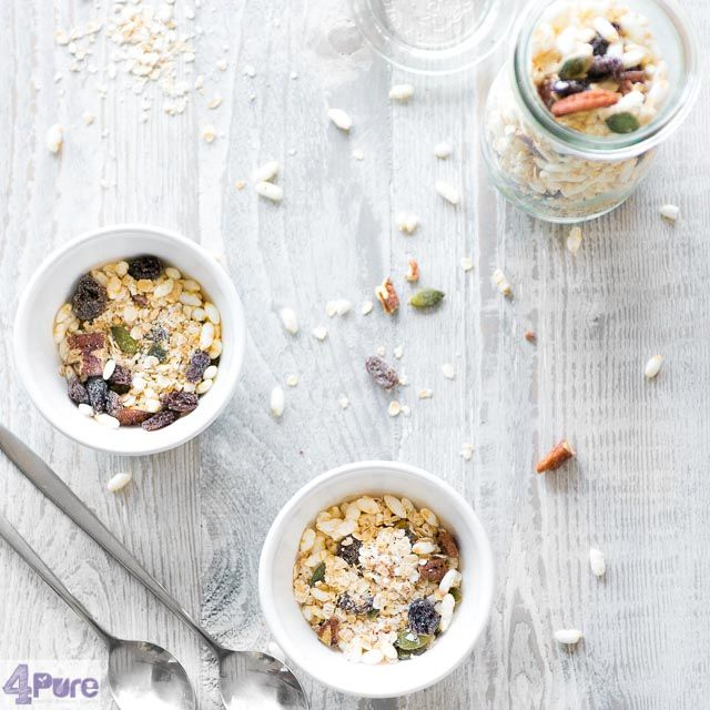 Crunchy, skinny and healthygranola. A top breakfast recipe isn't it? A delicious recipe to enjoy every day.