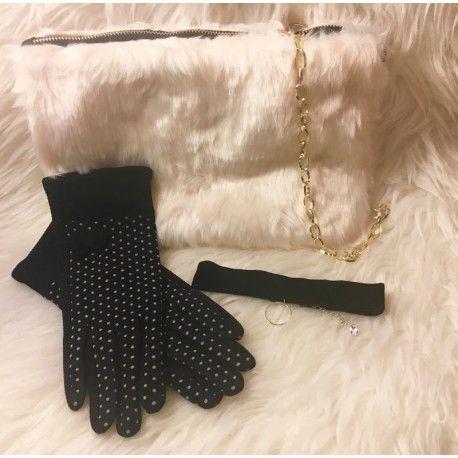 En breves os contamos más!!!  Pero.... Ya están aquí las primeras #cajas de #suscripción de moda y complementos!!!!  http://www.lovely-in.com/content/7-lovely-box