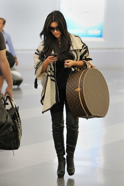 Foolproof Steps to Dressing for the Airport like Kim Kardashian Kim Kardashian and Louis Vuitton Monogram Canvas Hat Box - I want a Louis so bad