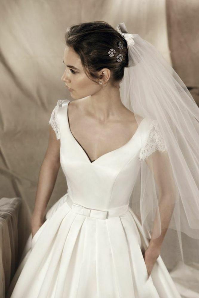 http://www.gatehousebrides.co.uk/wp-content/uploads/2017/03/white-one-dresses-YAREMI-D.jpg