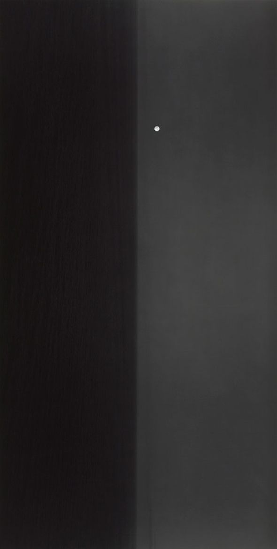 Hiroshi Sugimoto est l'un des photographes artistiques les plus connus de notre temps. Il a développé un concept sur mesure pour les petites pièces d'exposition du musée Brandhorst à Münich. Il expose donc dans ce même musée, avec ses dernières œuvres, dans une exposition intitulée « Revolution ».
