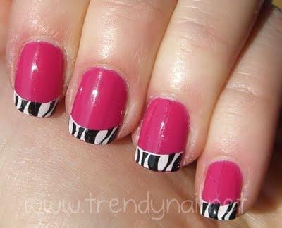 Oggi comincio una nuova serie di tutorial di nail stamping in cui saranno protagoniste le stampe leopardate, zebrate, maculate.    Io sono un'appassionata di questo tipo di fantasie, mi piacciono soprattutto quando non hanno i colori tipici ma sono rivisitate in chiave pop e fluo!