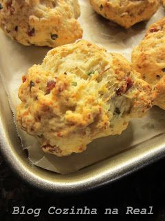Pães de Bacon, Cheddar e Cebolinha - Bacon, Cheddar & Chive Biscuits