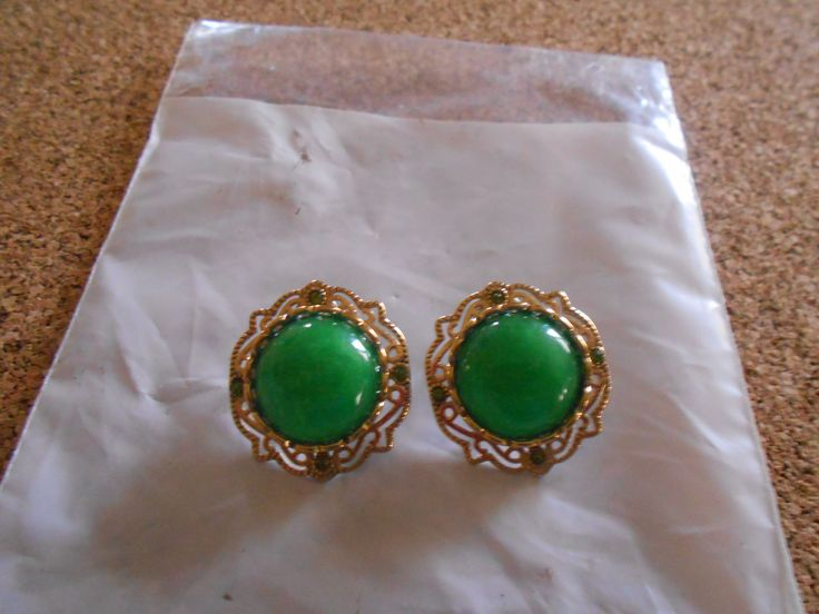 Clip on Green jade earrings in gold plated stainless steel