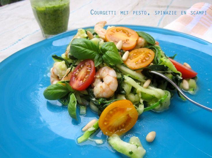 Courgetti met pesto, spinazie en scampi