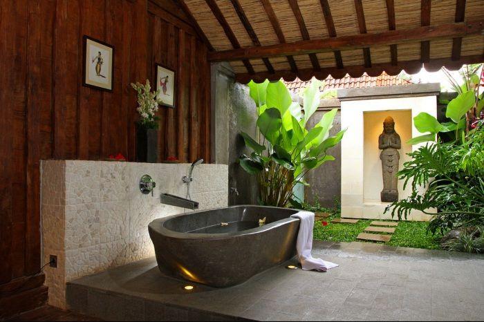 Замечательная ванная комната для релаксации.