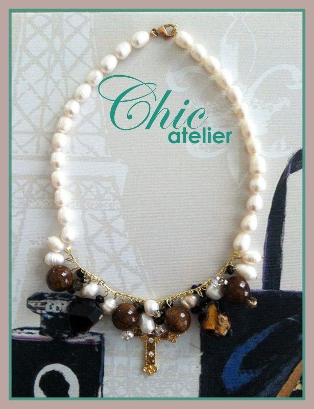 Collar perlas cultivadas con charms y cruz