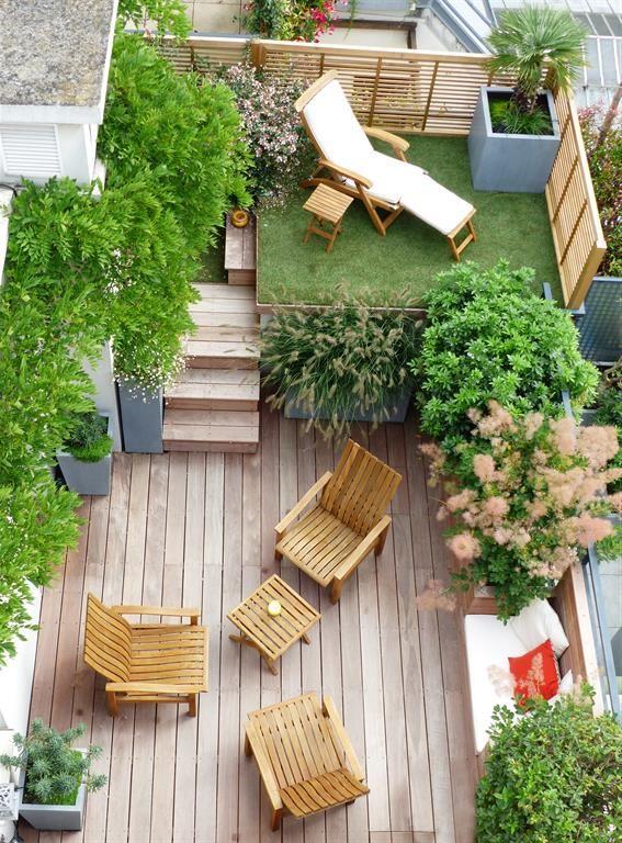 Petit jardin sur deux niveaux aménagé avec terrasses