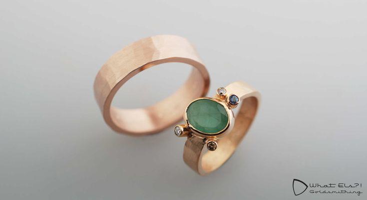 roodgouden trouwringen met smaragd diamant en saffier