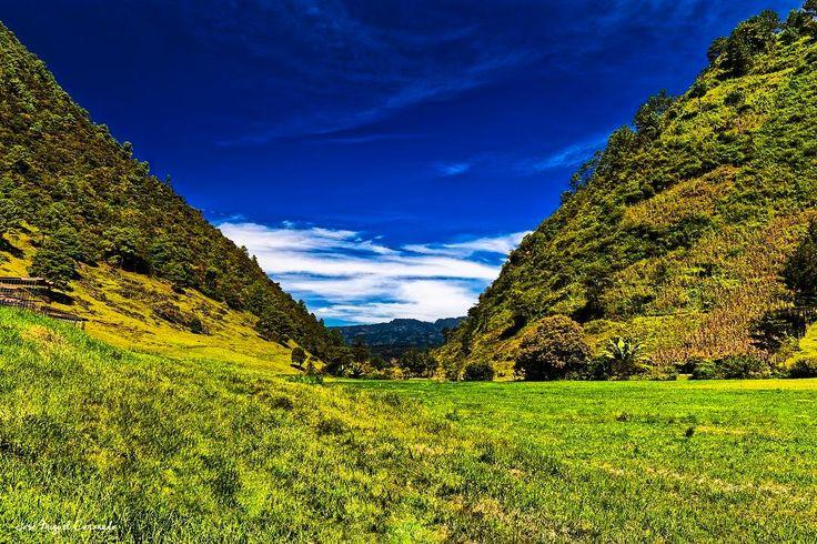 Paisaje rural de Guate. Acul Quiche. #PostalesGT #Retoinstagrampl #QuePeladoGuate #Prensa_libre #Guatemala #mundochapin #milugarfavoritopl #picoftheday #perhapsyouneedalittleguatemala #guatevision_tv #gtmagica #visitGuatemala #QuebonitaGuate #natgeotravel #natgeo #photooftheday #pictureoftheday #fotodeldia #Paisaje #landscape #풍경 #景色 #Landschaft #декорации