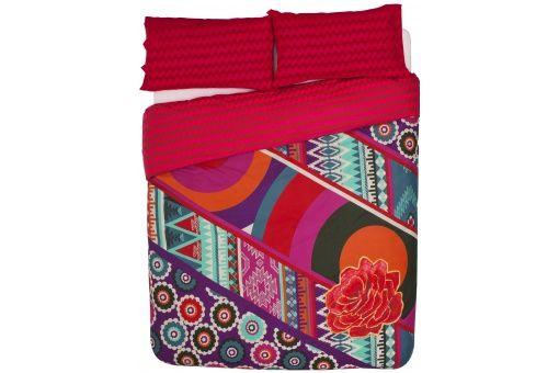 Un peu de chaleur sous la couette? Avec cette parure de lit, vous n'allez plus quitter votre chambre ! Cela pourrait faire des heureux...