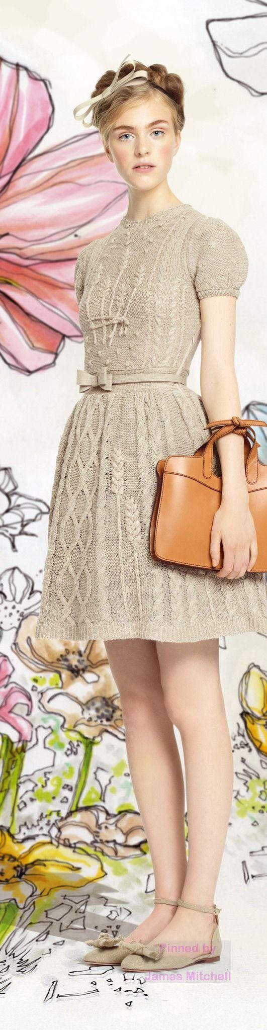 Узоры спицами для платья с колосками http://mslanavi.com/2014/01/modnoe-vyazanoe-plate-s-koloskami-ot-valentino/