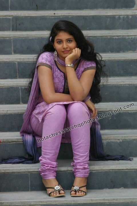Cute pose from kollywood actress in sitting position ----- ANJALI -----