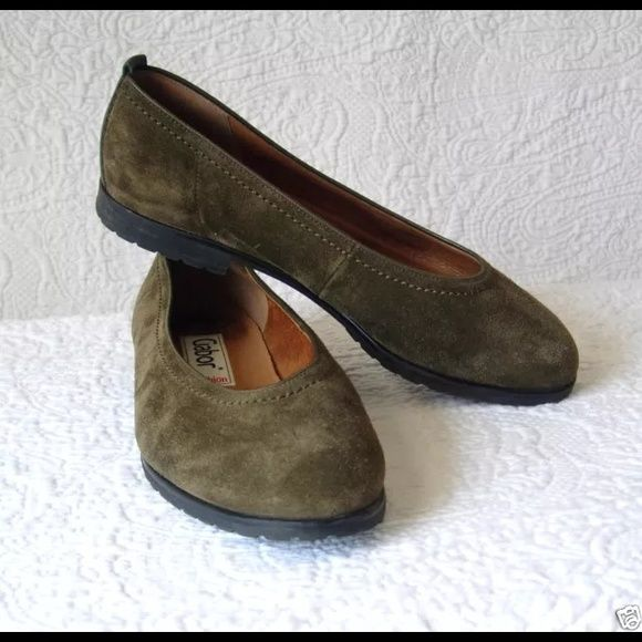 GABOR Green Suede Ballet Flats SIZE 6.5 BRAND: GABOR FASHION WOMEN'S US SIZE: 6 1/2 COLOR: GREEN MATERIAL: SUEDE LEATHER  Lightweight and really comfy Ideal for all-day wear  Gabor have been making comfort shoes & boots for many years in Europe & continuing  expanding the brand in North America. This is classic ballet flat that is simple supple leather uppers. It is lined with leather & padded memory foam. The soles are flexible. gabor Shoes Flats & Loafers