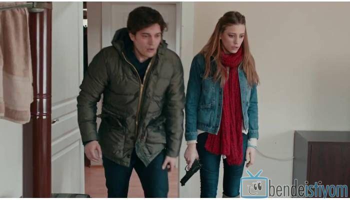 Star TV yayınlanan Medcezir dizisinde  Mira Beylice  karakterini canlandıran Serenay Sarikaya'nın,62. bölümünde giydiği kot ceket