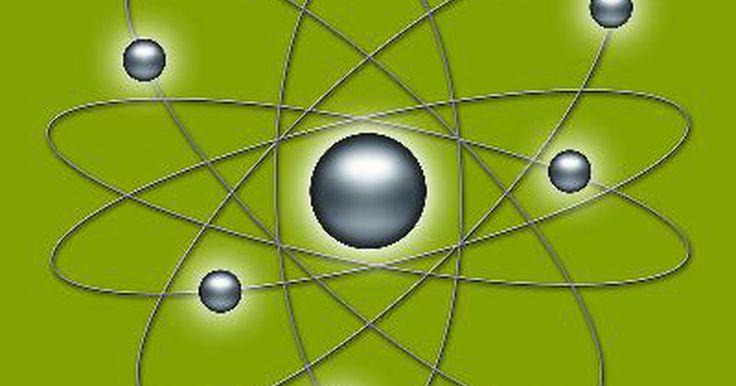 Sobre Teoria atômica de Rutherford. A Teoria Atômica de Rutherford foi uma revolucionária teoria sobre a natureza da estrutura atômica que variou de forma significativa vindo de teorias anteriores sobre o mesmo assunto. Na verdade, embora a teoria atômica de Rutherford tenha sido firmada em 1911, muitos pontos de vistas ainda são aceitos pela maioria da comunidade científica.