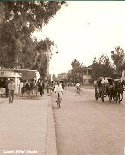 #Mersin Atatürk Caddesi Kültür merkezi önü ve Solda Kokulu Büfesi 1960 lar...