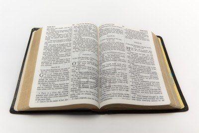 A Bíblia católica e a Bíblia evangélica