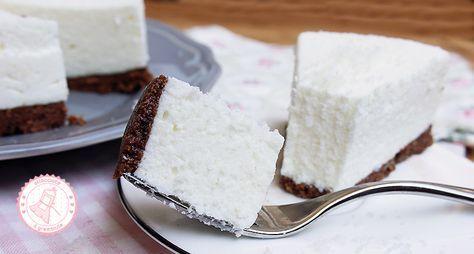 La torta fredda al cocco senza cottura è un dolce facile, veloce e golosissimo che si prepara in poco tempo, perfetto per l'estate e per tutta la famiglia.