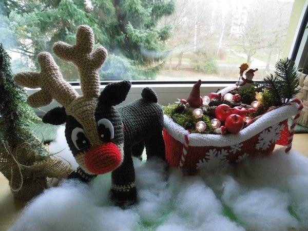 Renntinchen mit Schlitten .. Renntinchen Liebt es Ihren dekorierten Schlitten durch den Weihnachtshimmel zu ziehen, sie ist immer ganz Stolz ...natülich können auch kleine Geschenke reingepackt werden .. Es bedarf etwas Bastel Geschick ,bei dem Schlitte