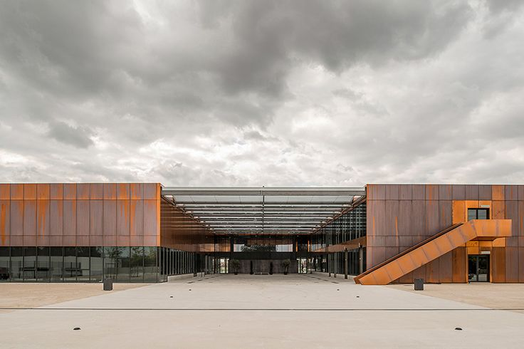 LCR architectes forms public middle school in france out of copper