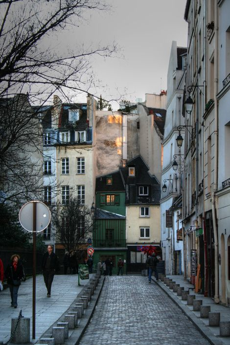 an alley in paris, france | cities in europe + travel destinations #wanderlust