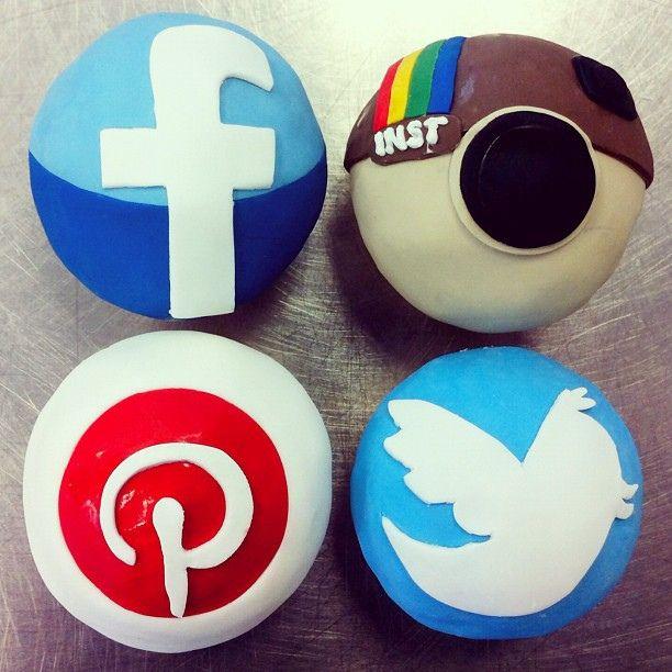 #social media # cupcakes  http://cakesandcupcakesmumbai.com/2012/10/19/social-media-themed-custom-cupcakes/#