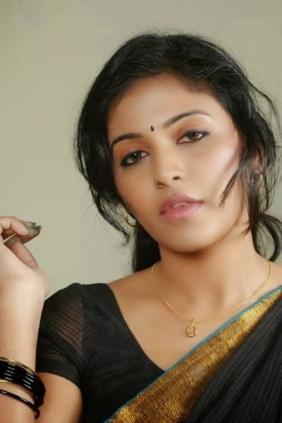 Download Free Tamil Girl Wallpapers For Your Mobile Phone -8809