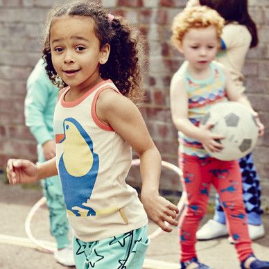 Cool dudes look out the Toucan is about!! A fab retro vest with lovely contrast trim.   Made from 100% GOTS certified organic cotton