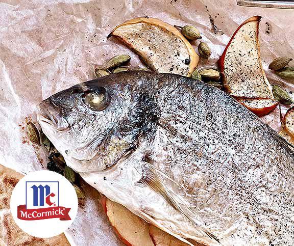 Dorade Gefullt Mit Apfelscheiben Mit Zypern Salz Rezept Frischer Fisch Kardamom Apfel