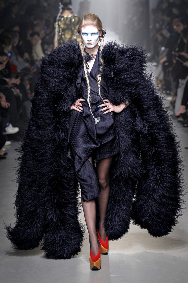 Fall winter 2013 fashion trends for women - Vivienne Westwood Autumn Winter 2013 14 Meilong Dark And White Clothes