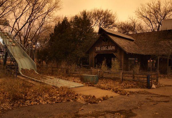 Joyland, Abandoned Amusement Park in Wichita, Kansas - shut down and abandoned since 2004 (great photo!)