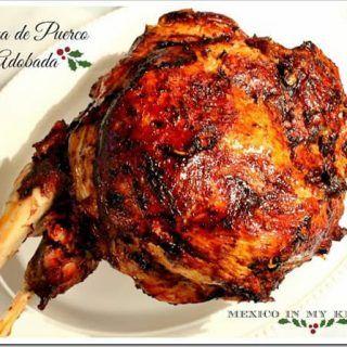 Esta Pierna de Cerdo Adobada es uno de los platillos populares entre muchas familias para la cena de Navidad o la víspera de Año Nuevo.