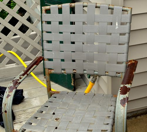 Thrifty Decorating: Spraypainted Patio Furniture Redo...