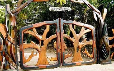 A Szarvasi Arborétum bejárata
