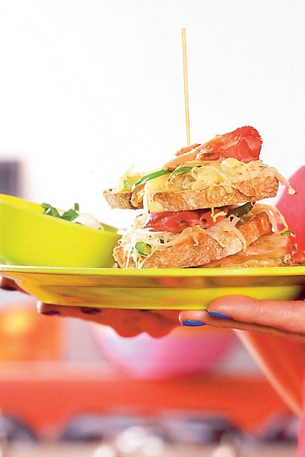 Amerikaanse brunches: Pastrami club sandwich  | ELLE Eten
