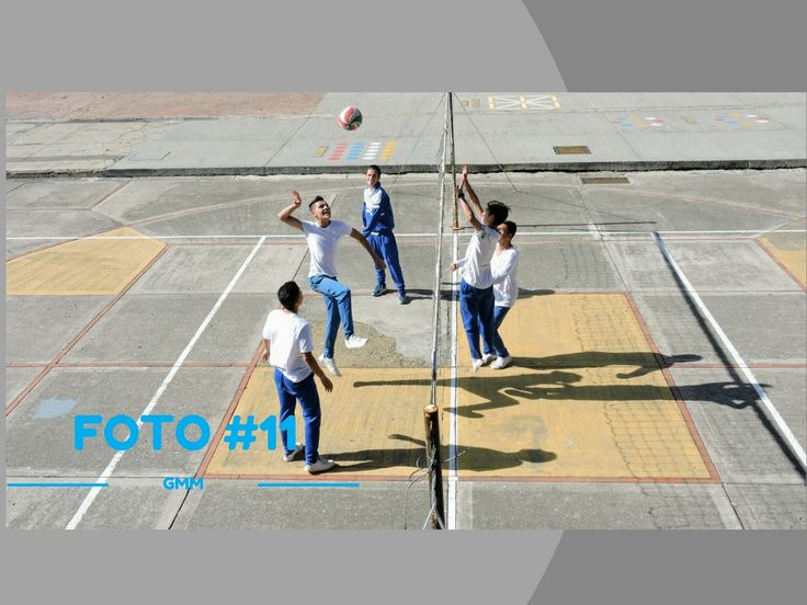 Titulo: Practica de Boleybol Fotografo: Profesor william  Descripcion:Segunda sesion de practica de boleybol  Lugar:Patio 3  Fecha: 4 abril  2017 Plano:  General  Angulo:  Cenit  Camara utilizada: Nikon Serie: 6G100954