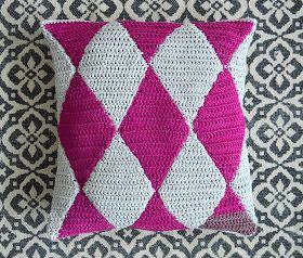 VIRKKASIN: Virkattu tyynynpäällinen / crochet cushion cover
