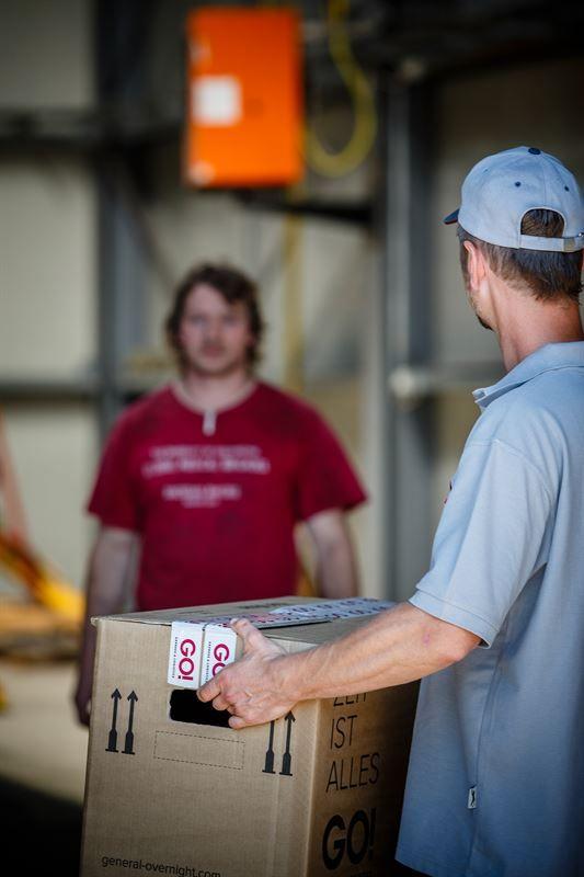 GO! Automotive & Industry. GO! Express & Logistics je mezinárodní expresní přepravce zásilek s třicetiletou tradicí, který obsluhuje všechny země světa. Rychle  a spolehlivě přepravíme vše - od důležitého dokumentu až po těžký balík. Flexibilita, individuální přístup k zákazníkovi a vysoká úroveň komunikace jsou hlavními atributy spolupráce s námi. Jsme opravdoví specialisté na západní a střední Evropu a zajistíme Vám exportní  i importní přepravu zásilek v nadstandardním servisu.