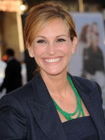 Julia Roberts: Movies Stars, Celebrity Hairstyles, Buns Hairstyles, Favorite Celebs, Green Necklaces, Julia Robert, Great Movies, Favorite Celebrity, Favorite People