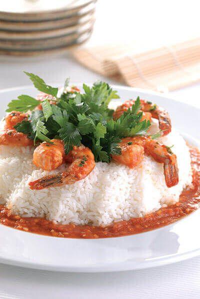Prepara estos camarones en salsa de chipotle y haz feliz a tus comensales. Se recomienda acompañar con arroz.